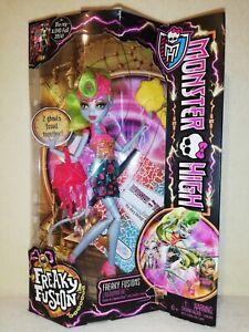 Monster High Lagoonafire Freaky Fusion 2013 BNIB. ARRESTING COLOURFUL DISPLAY!