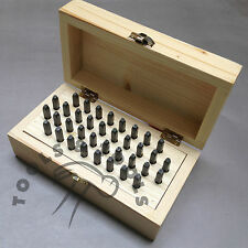 36 PEZZI IN ACCIAIO LETTERE & NUMERI punzoni timbri 5 mm in legno Box Gioielli marcatura
