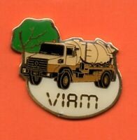 Pin's Pins lapel pin CAMION CITERNE TRUCK TRANSPORT RENAULT VIAM Signé AC. CO