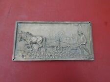 Plaque Bronze  Scène de Labour  Charrue  Cheval   24 Cm sur 12 Cm