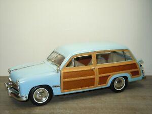 1949 Ford Woody Wagon - Motor City Classics 1:18 *52594