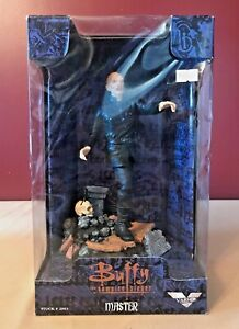 """Buffy The Vampire Slayer Master 9"""" Collectible Figure New In Box"""