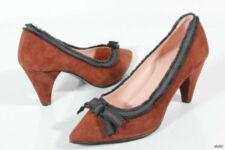 new MARC JACOBS brown suede signature BOW PUMPS Shoes 38 US 8 or 7