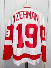 Steve Yzerman NHL Detroit Red Wings Adult L Starter Jersey