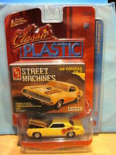 Johnny Lightning Classic Plastic 69 Mercury Cougar XR-7