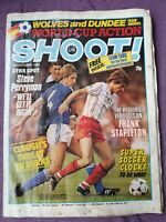 Shoot football Magazine 3rd Oct 1982 Wolves team pic Dundee Liverpool England