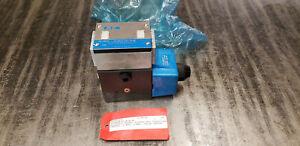 NEW Vickers 02-119576 DG4S4LW-012A-B-60 Pilot Valve 110/120V Coil.  shelf f5