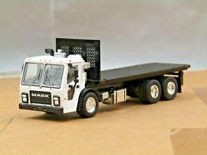 Dcp/greenlight custom white Mack LJ cabover flatbed truck 1/64