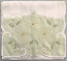 Hyde Park Mint & Cream - Table Runner - 32 x 170cm 100% Polyester / Embroidered