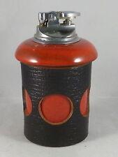 50er Jahre Tisch-Feuerzeug, Gasfeuerzeug, Keramik, Leder, Metall