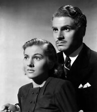 Joan Fontaine and Laurence Olivier UNSIGNED photo - C195 - Rebecca