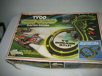 Vintage 1977 TYCO Nite-Glow Electric Racing Slot car set Curve Huggers HP2