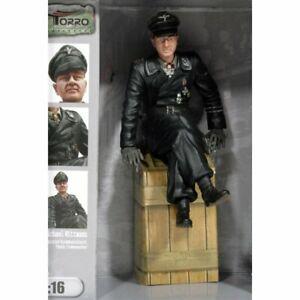 Torro 222285114 - 1/16 Figurine Captain Michael Wittmann Sitting - New