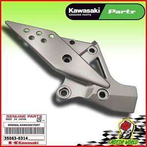 SUPPORTO PEDANA ANTERIORE DESTRA ORIGINALE KAWASAKI Z 750 2004 2005 2006