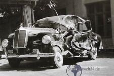 alter Mercedes Unfallauto  um 1950