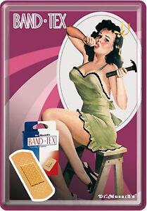 Carte Postale en Tôle / Métal Nostalgic Art Bande Tex Publicité Avec Pin Up