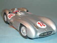 1954 MERCEDES-BENZ W-196 SILVER RACE CAR FRANKLIN MINT 1:24 WITH DISPLAY CASE