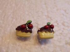 Ohrringe halber Schokoladen Cookie verziert mit roten Kirschen Handgemacht 4627