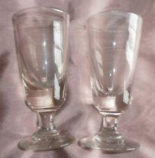 2 anciens verres à absinthe de bistrot dans leur jus - inclusions et voile blanc