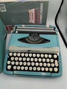 Vintage Corsair Deluxe Smith Corona Typewriter Aqua Blue Case w/paper,Read