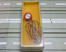 für Slotcar Modellbahn -- beleuchtete Uhr von Brawa
