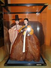 VINTAGE ASIAN KOREAN PAIR OF MAN AND WOMAN DOLLS FIGURINES IN A DISPLAY CASE