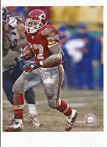Larry Johnson Unsigned 8 X 10 Photo Kansas City Chiefs