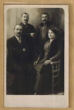 Carte Photo card RPPC Photo 3 hommes et femme fourrure moustache bt123