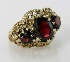 Red Garnet  9ct Gold 3 Stone Ring. Size M 1/2....5.18 Grams