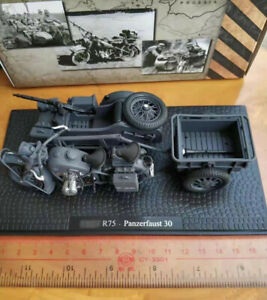 1:24 WWII R75 Panzerfaust 30 Side tricycle Motorcycle Diecast Autocycle Model