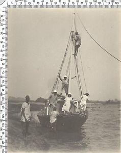 Photo coloniale Française. Somalie. Au bord un bateau. Vers 1920