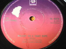 """THE PLAYTHINGS - WALKIN' ON A TIGHT ROPE      7"""" VINYL"""