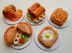 """DOLLS HOUSE MINIATURE 5 X MIXED FOOD LUNCH ON 1"""" CARDBOARD PLATES COMBINED P+P"""