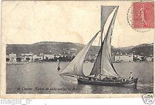 06 - cpa - CANNES - Barque de pêche rentrant au port (H9158)