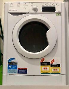 Ariston, white, as-new, washing machine, dryer, washer/dryer, ARWD582WAU