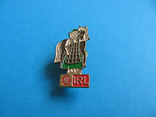 Shell Pin badge National Costumes. (IRL) Ireland