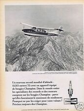 Publicité Advertising 026 1967 Champion bougies en avion avec Walt Cable