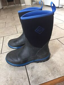 Great! Black & Blue Muck Boots Kids Youth Size 6/ Equals Womens 7.5 Winter Snow