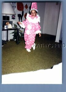 FOUND COLOR PHOTO N+7853 GIRL POSED AS CLOWN