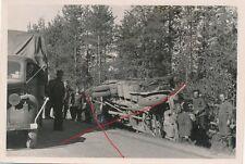 Nr.5929 privat Foto  Deutsche Soldaten  LKW Lastwagen Unfall
