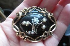 Vittoriano Nero Smalto, Seme Perle e Oro 14 KT Spilla di lutto data 1877