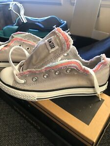Converse All-Star Chuck Taylor grey Low Top Sneakers Youth Size 2US