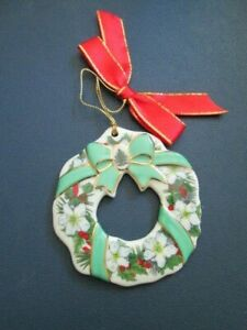 Spode from Christmas Tree Collection  FLOWER & RIBBONS WREATH Ornament NIB