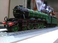 Hornby R2103 Class A3 4-6-2 Cameronian LNER apple green BNIB