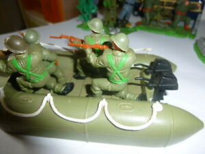 TIMPO VINTAGE WW 2 BRITISH DINGHY BOAT PLASTIC SOLDIERS