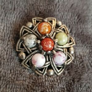 VINTAGE SCOTTISH THEMED AGATE SMALL BROOCH PIN