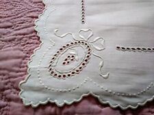 """Gorgeous Antique Madeira Bow Design Linen Embroidered 12"""" by 8"""" Doily"""