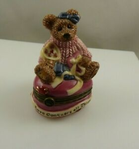 Bearware pottery 4E/1596 love conquers all things bear valentine gift