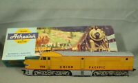 605 Union Pacific Athearn train engine locomotive HO with box