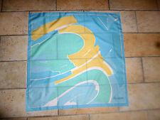 Joli Foulard  Châle  étole carré LADY DE GUETHEM femme dim 67 x 67 cm neuf